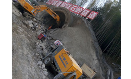 耿力工程设备湿喷机承建塔石岭隧道