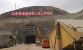 耿力混凝土湿喷台车承建大尖山6#隧道