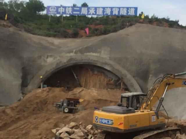 恭贺河南耿力工程设备承建湾背隧道