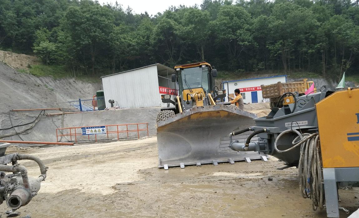 液压湿喷机生产现场